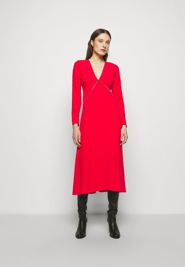 V NECK CHAIN MIDI - Robe de soirée - bright red