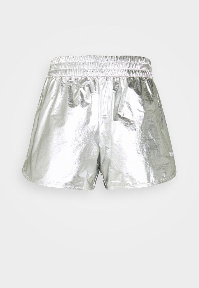REGULAR SILVER SHORT - Korte broeken - silver