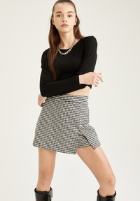 DeFacto - Shorts - black - 2