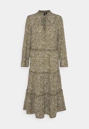 VMFELICITY 7/8 CALF DRESS  - Robe d'été - ivy green/felicity