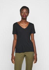Anna Field Tall - 3 PACK V NECK TOP - Printtipaita - black/white/light grey - 3