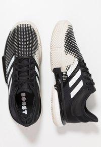 adidas Performance - SOLECOURT BOOST CLAY - Tennisskor för grus - clear black/footwear white/raw white - 1
