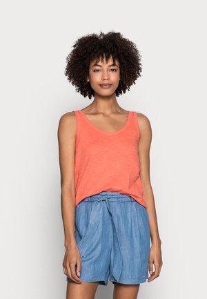 Topper - coral orange