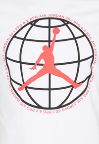 Jordan - MOUNTAINSIDE CREW - Print T-shirt - white - 2