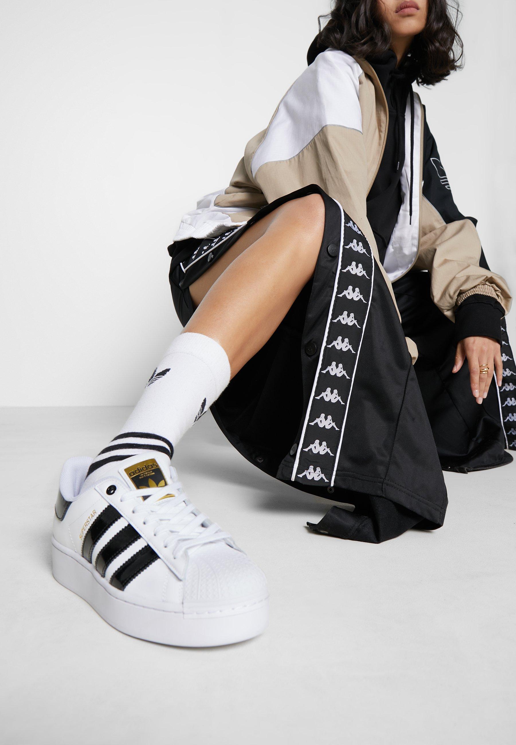 página Anfibio Litoral  adidas Originals SUPERSTAR BOLD - Trainers - footwear white/clear  black/gold metallic/white - Zalando.ie
