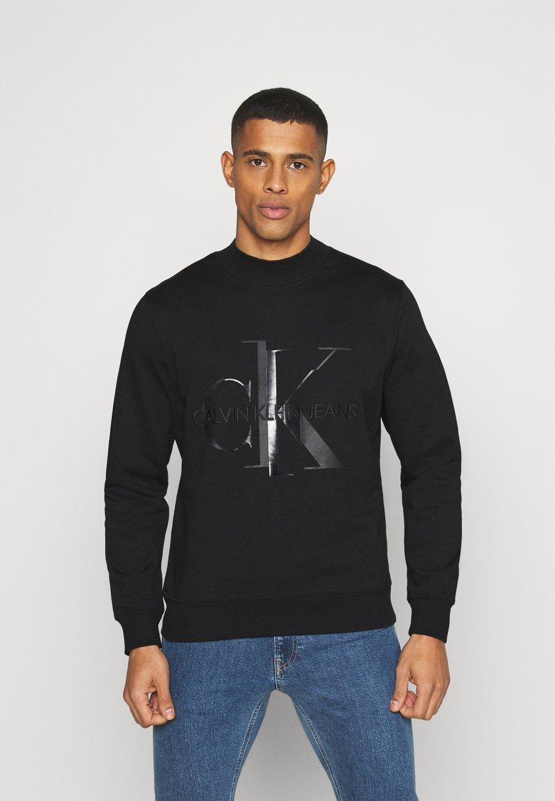 Calvin Klein Jeans - SHINY MONOGRAM CREW NECK UNISEX - Sweatshirt - black