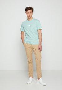 Calvin Klein - SUMMER CENTER LOGO - T-shirt con stampa - crushed mint - 3