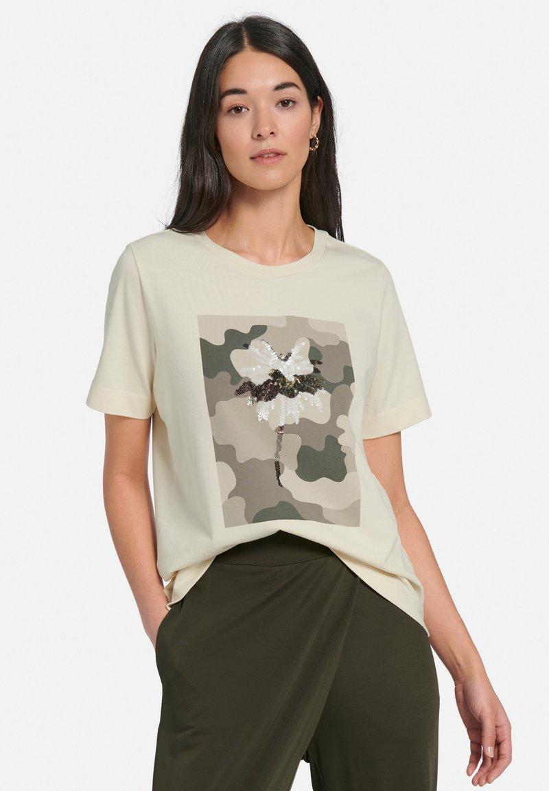MARGITTES - Print T-shirt - offwhite/multicolor