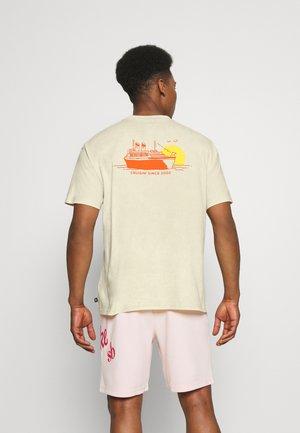 TEE CRUISIN UNISEX - T-shirt imprimé - sesame