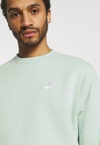 Nike Sportswear - CLUB CREW - Sweatshirts - pistachio frost - 3