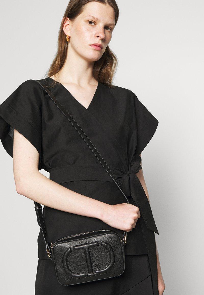 TWINSET - TRACOLLA - Across body bag - nero
