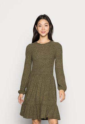 VMTAMMY SHORT DRESS - Strikket kjole - dark olive melange