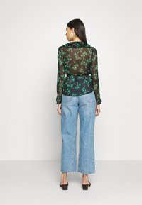 Topshop Tall - ARCH DAISY FLORAL BED - Blouse - green - 2