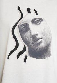 Monki - DAMALI  - Print T-shirt - white - 4