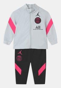 Nike Performance - PARIS ST GERMAIN SET UNISEX - Club wear - pure platinum/black/hyper pink - 0