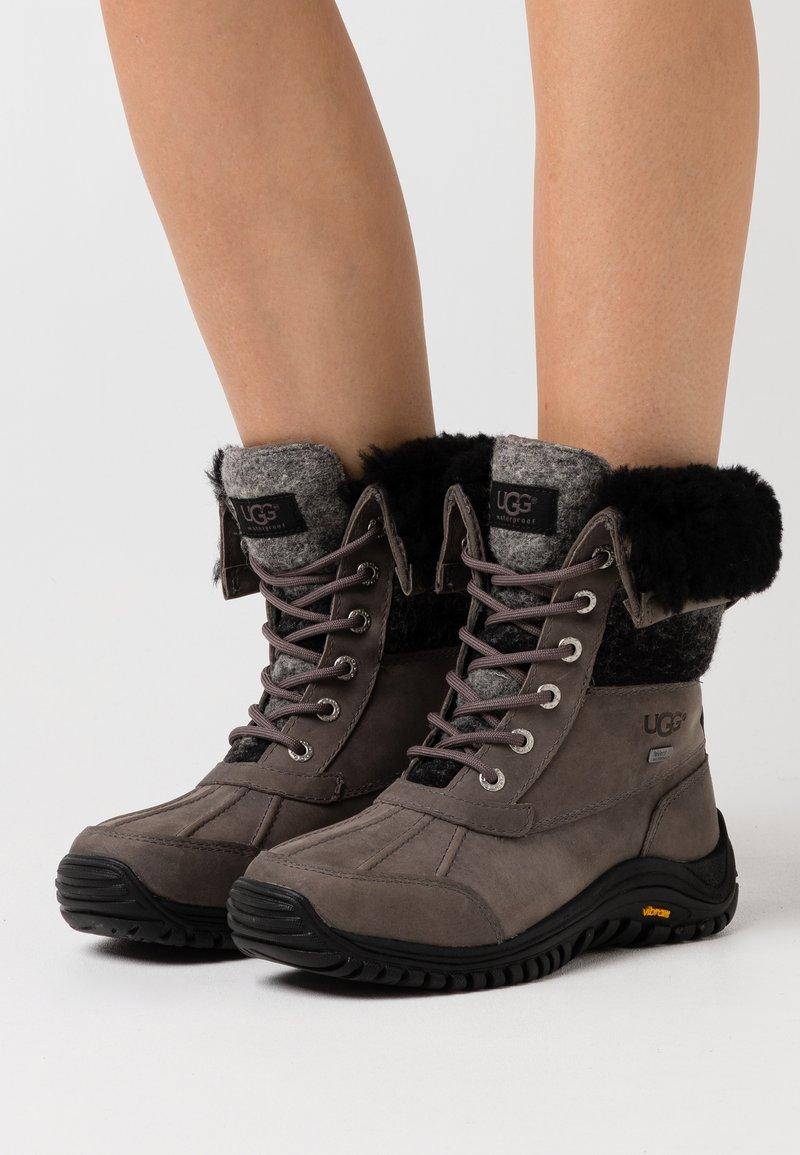 UGG - ADIRONDACK II - Winter boots - charcoal