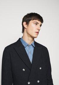 Frescobol Carioca - COOTON DECONSTRUCTED BLAZER - Blazer jacket - dark navy - 4