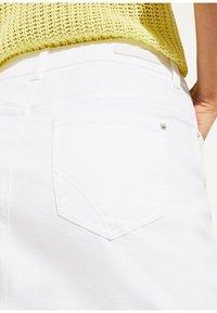 comma casual identity - MIT KNOPFLEISTE - Pencil skirt - white - 3