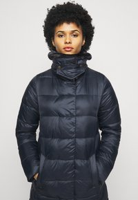 Barbour - TEASEL QUILT - Zimní kabát - dark navy - 3