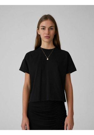 SELENA - Basic T-shirt - black
