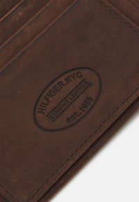 Tommy Hilfiger - JOHNSON  - Wallet - brown - 5