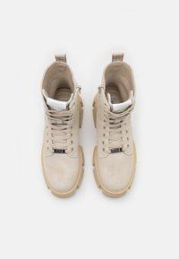 Steve Madden - TANKER - Kotníkové boty na platformě - beige - 2