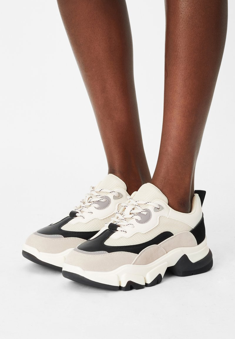 NA-KD - ROUNDED SOLE CHUNKY TRAINERS - Trainers - creme/black