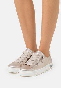 Gabor Comfort - Sneakers laag - puder - 0