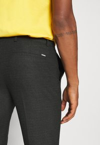 Calvin Klein Tailored - CHECK STRETCH PANTS - Kalhoty - grey - 4