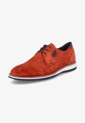 QUINTERO - Chaussures à lacets - chilli