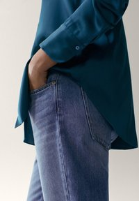 Massimo Dutti - IN SATINOPTIK - Chemisier - blue - 2