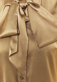Herrlicher - NICOLA 2 TONE - Button-down blouse - latte macchiato - 2