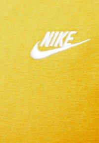 Nike Sportswear - CLUB TEE - T-shirts basic - tent/white - 2