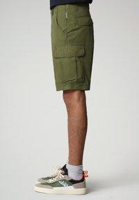 Napapijri - NOTO - Shorts - green cypress - 2