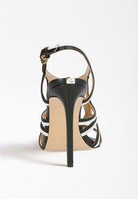 Guess - FIDESSA - Sandalen met hoge hak - mehrfarbig, weiß - 2