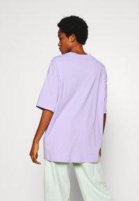 Monki - CISSI TEE - T-shirts med print - lilac purple - 2