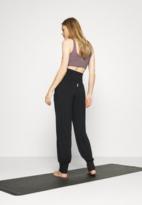 Deha - PANTS - Tracksuit bottoms - black - 2