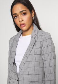 ONLY - ONLCAROLINA CHECK - Blazer - light grey melange/black - 3