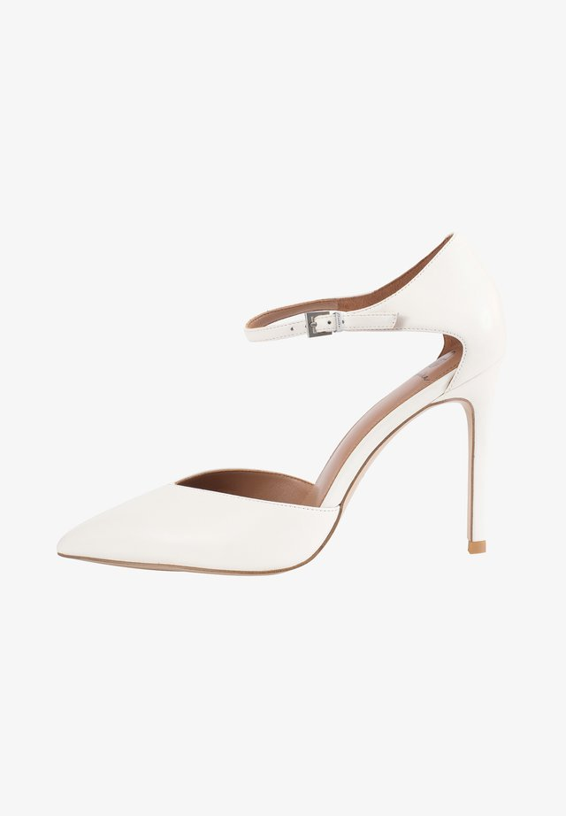 High heels - milk