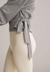 OYSHO - WRAP - Cardigan - light grey - 3