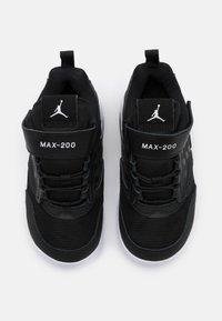 Jordan - MAX 200 UNISEX - Basketbalové boty - black/white - 3