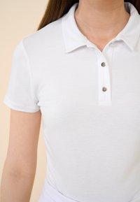 ORSAY - MIT KRAGEN - Polo shirt - weiß - 3