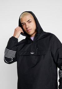 adidas Originals - OUTLINE - Cortaviento - black - 3