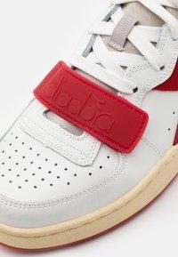 Diadora - MI BASKET USED UNISEX - Zapatillas altas - white/dark red - 5