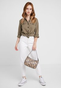 Topshop Petite - MOM - Relaxed fit jeans - white - 1