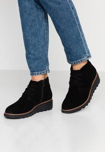 SHARON HOP - Kotníková obuv - black