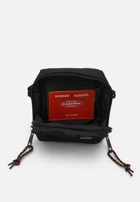 Samsøe Samsøe - CROSSBODY BAG UNISEX - Across body bag - black - 2