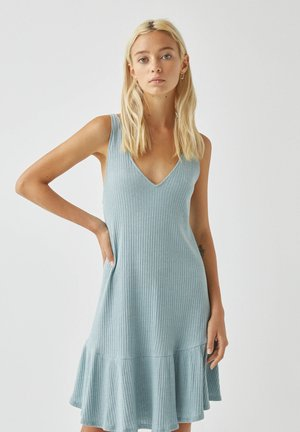 AUSGESTELLTES TRÄGER MIT VOLANTS - Jersey dress - blue