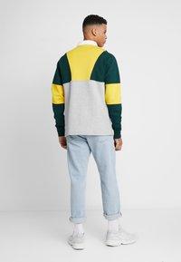 adidas Originals - SAMSTAG RUGBY SHIRT LONG SLEEVE PULLOVER - Mikina - grey, yellow - 2