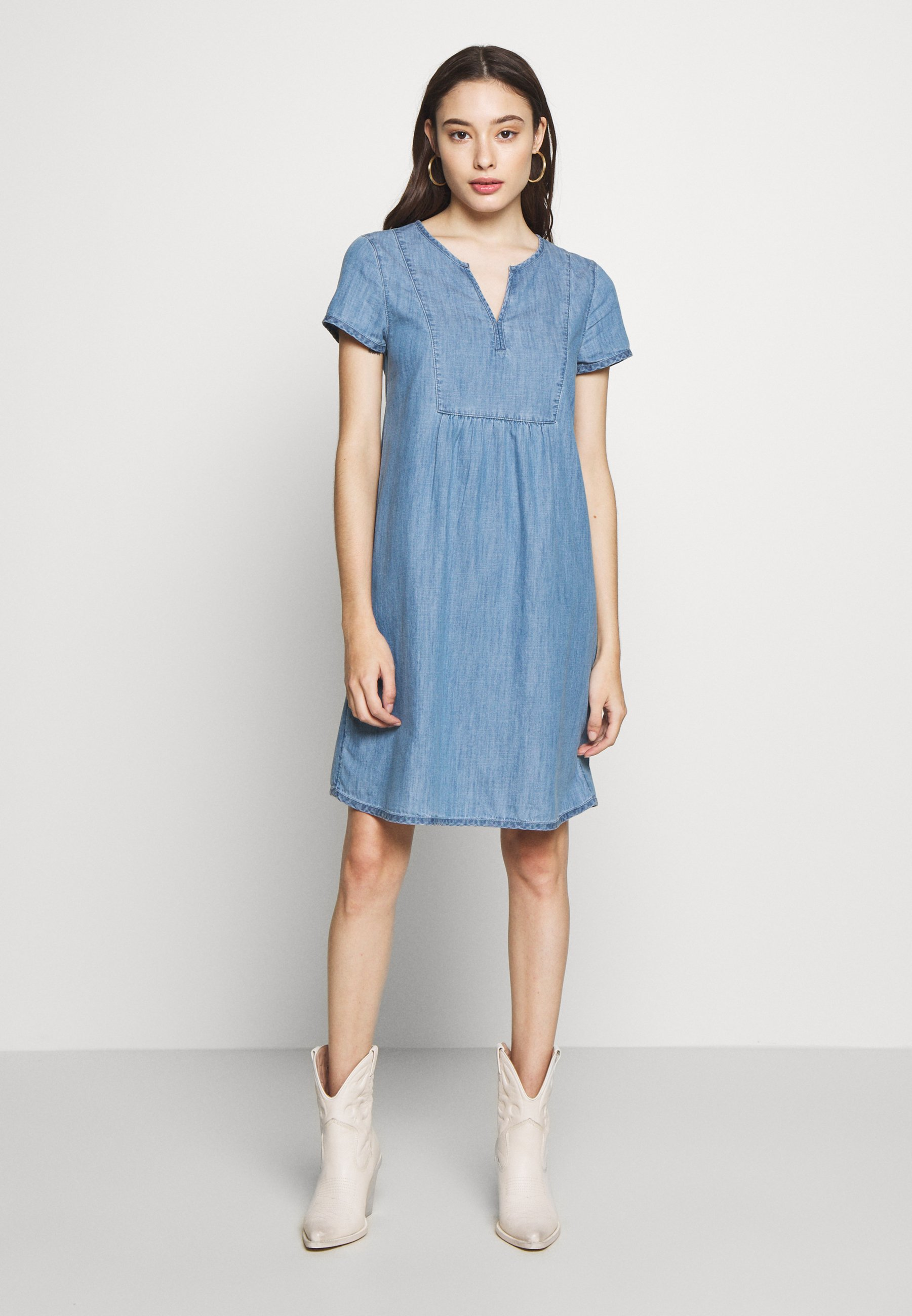 Esprit Petite DRESS MID   Jeanskleid   blue light/dark blue denim ...